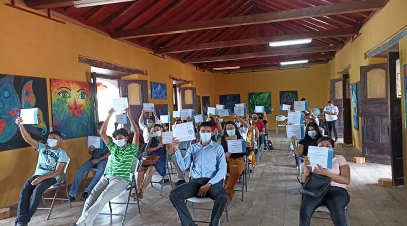 EXITOSOS CURSOS EN ESCUELAS DE OFICIO DE JUIGALPA.